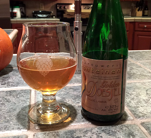 Drie Fonteinen's Golden Doesjel is an example of a lambic beer served intentionally still.